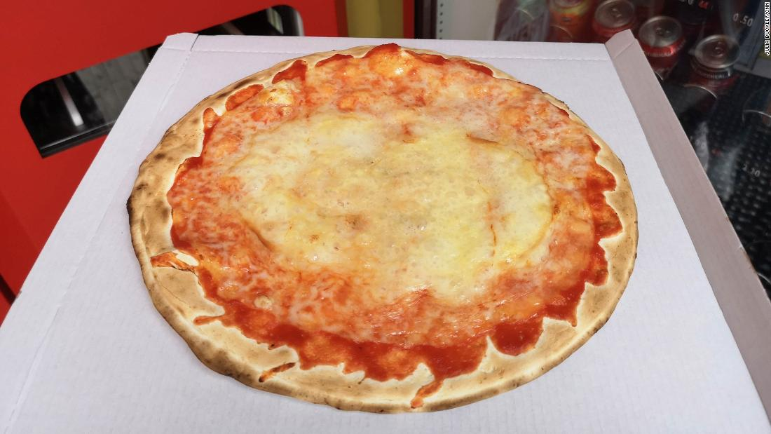 Rome's pizza vending machine: What it really tastes like